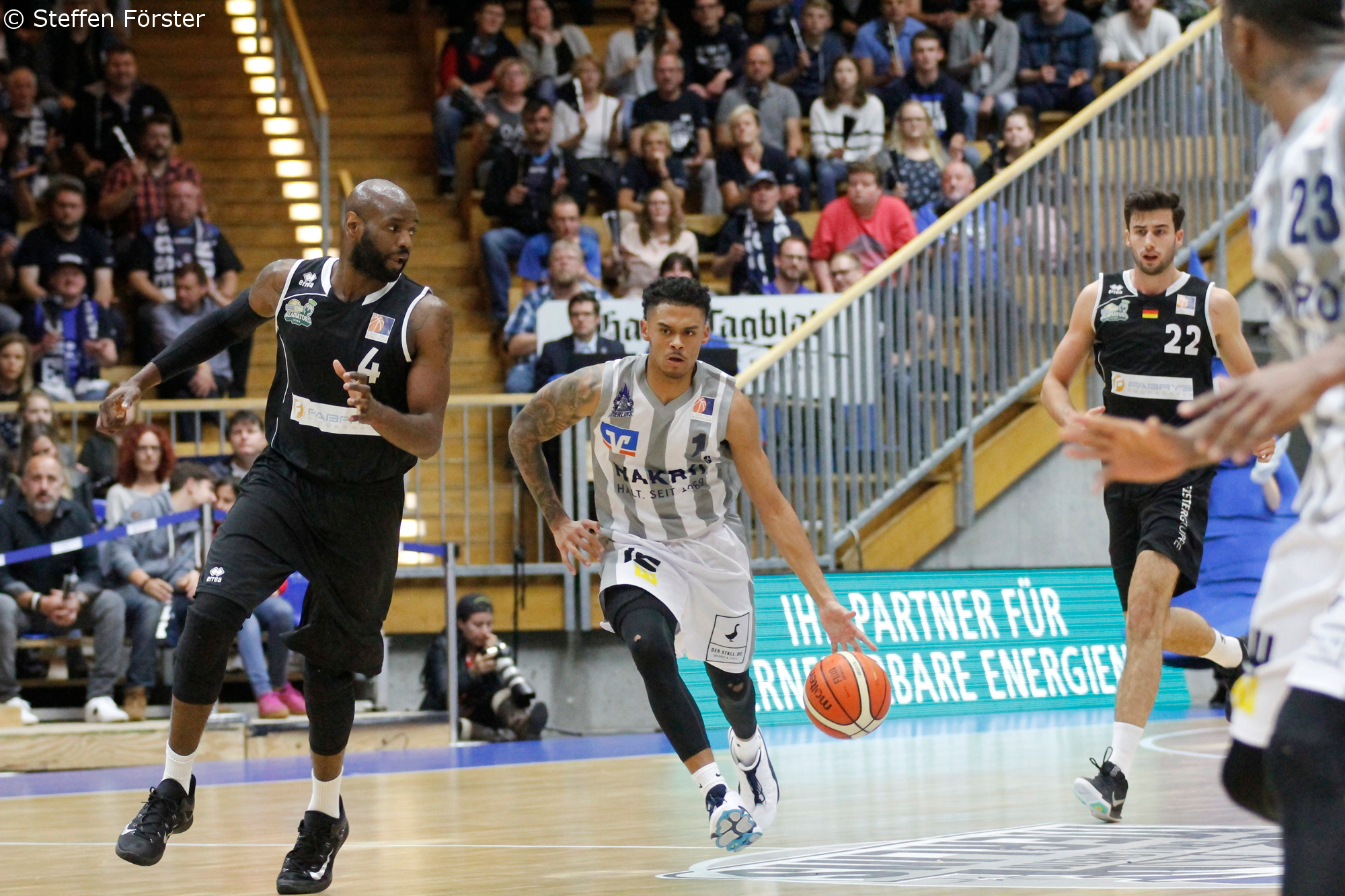 All-ProA-Crailsheim-Merlins-Michael-Smith-Dribble.jpg